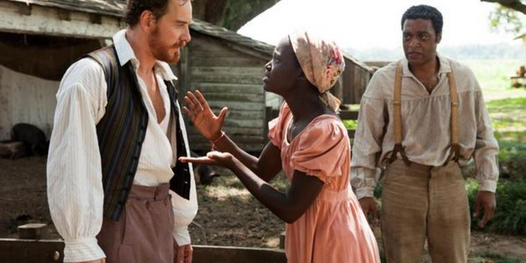 "Michael Fassbender, Lupita Nyong'o und Chiwetel Ejiofor in einer Szene des Films ""12 Years a Slave""."