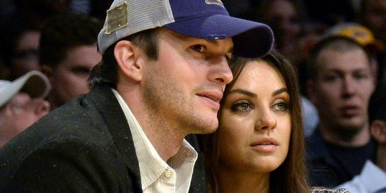 Foto: Ashton Kutcher and Mila Kunis bei einem Basketballspiel.