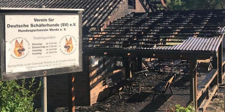 Brand beim Hundesportverein in Cölbe. Foto: Nadine Weigel