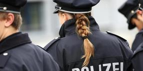 Polizeibeamte in Uniform.