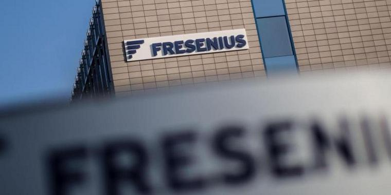 Das Firmenlogo von Fresenius am Firmensitz in Bad Homburg.