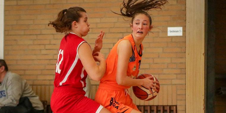 Basketball, U18-Bundesliga. Team Mittelhessen vs. Bamberg. Lisa Bonacker am Ball. Foto: Tobias Hirsch