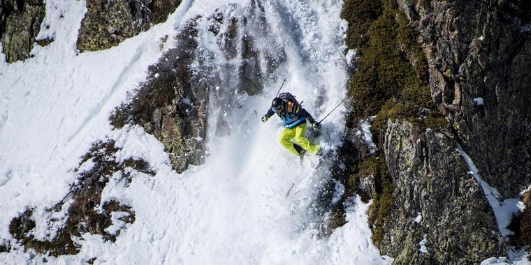 Archivbild: Felix Wiemers beim Freeride in Andorra. Foto: David Carlier/Freeride World Tour