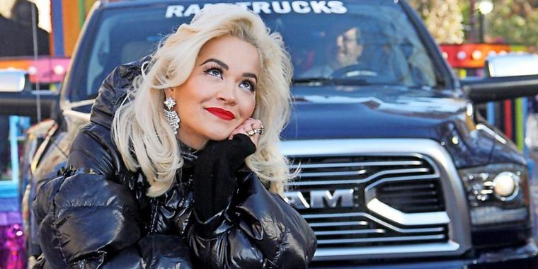 Sängerin Rita Ora trat bei der Thanksgiving-Parade in New York auf.