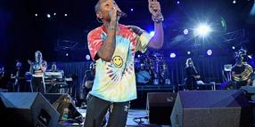 Aus Protest: Pharrell Williams kniet nieder.