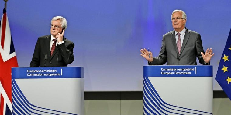 Die Chefunterhändler David Davis and Michel Barnier.