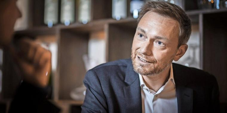 Christian Lindner, Bundesvorsitzender der FDP, beim Interview in Berlin.